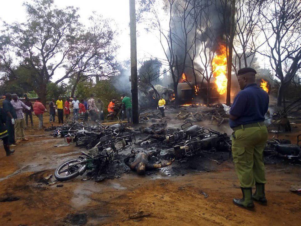 В Танзании загорелся бензовоз, погибли 60 человек