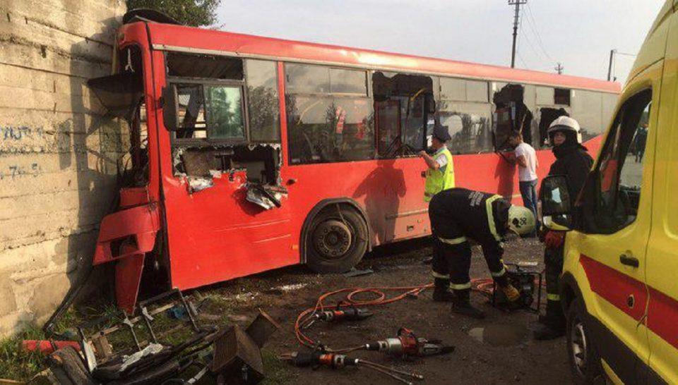 В Перми автобус с пассажирами врезался в стену