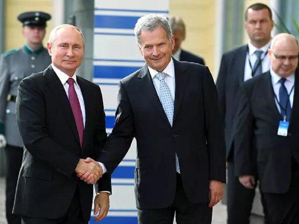 Владимир Путин на Аурус прибыл в президентский дворец в Хельсинки