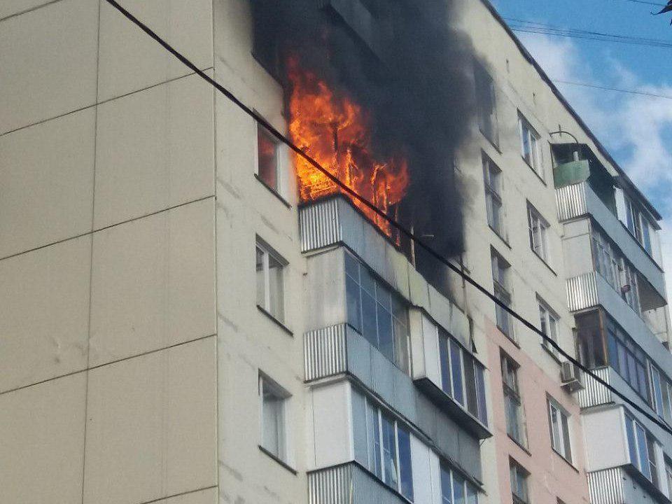 В Видном строители спасли семью из горящей квартиры