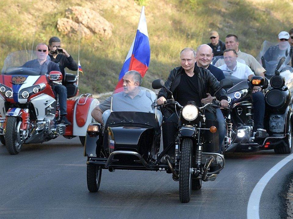 ГИБДД не будет штрафовать Путина за езду без шлема