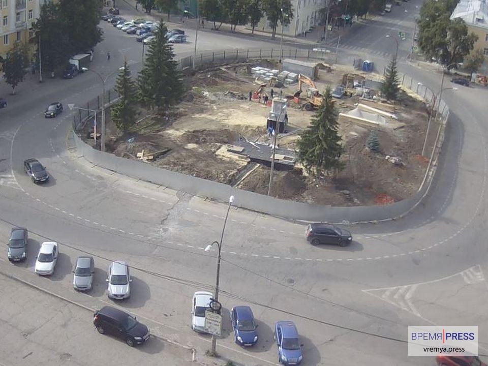 Срыва сроков ремонта фонтана на площади Горького нет