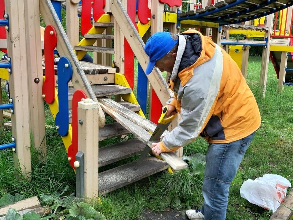 Каменские волонтеры отремонтировали парк Берендеевка на Чкаловском