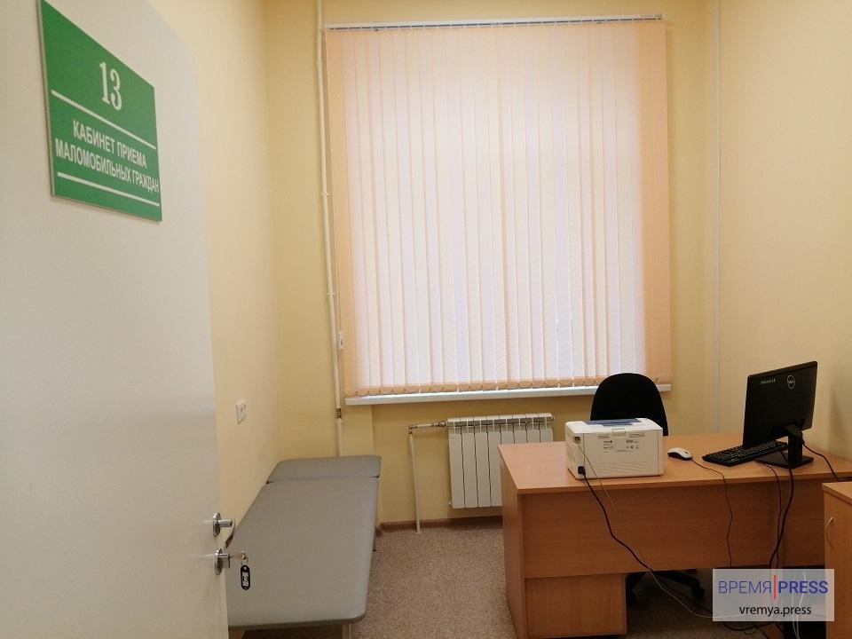 Водоканал подарил поликлинике на Ленинском новые жалюзи