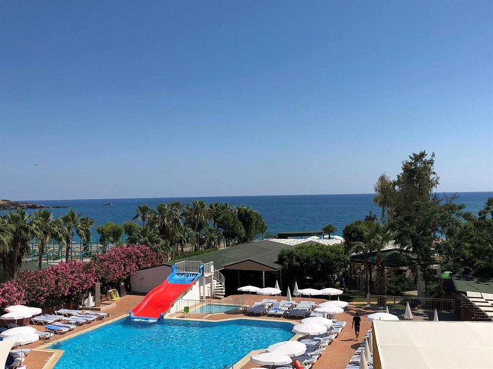 В бассейне турецкого отеля вновь утонул ребенок из России