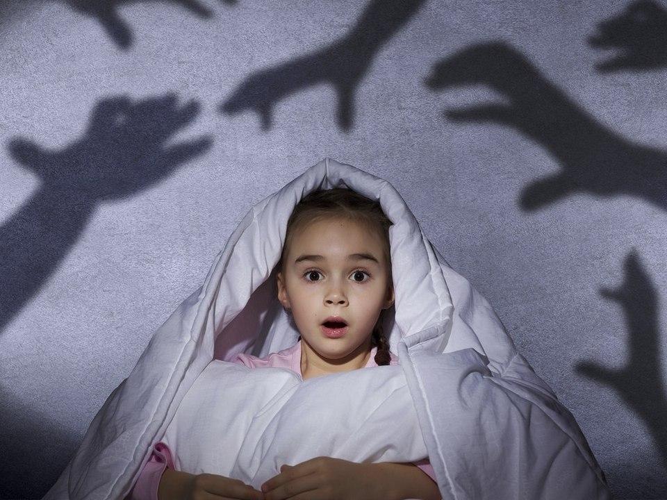 Темнота, высота, насекомые: жители России рассказали о детских страхах