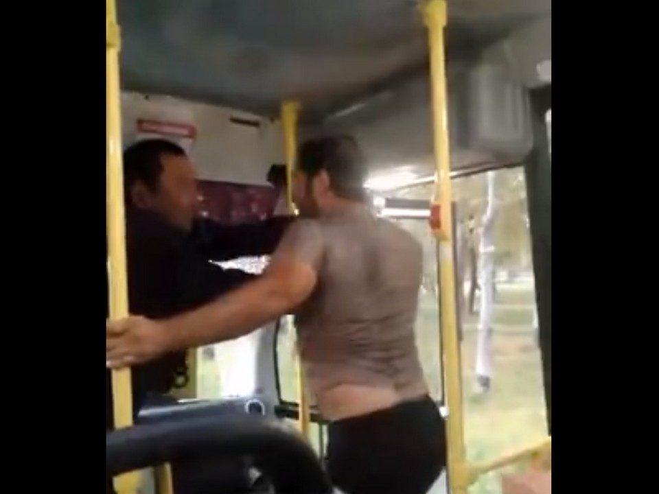 Битва за дорогу: в Тюмени подрались водители автобусов
