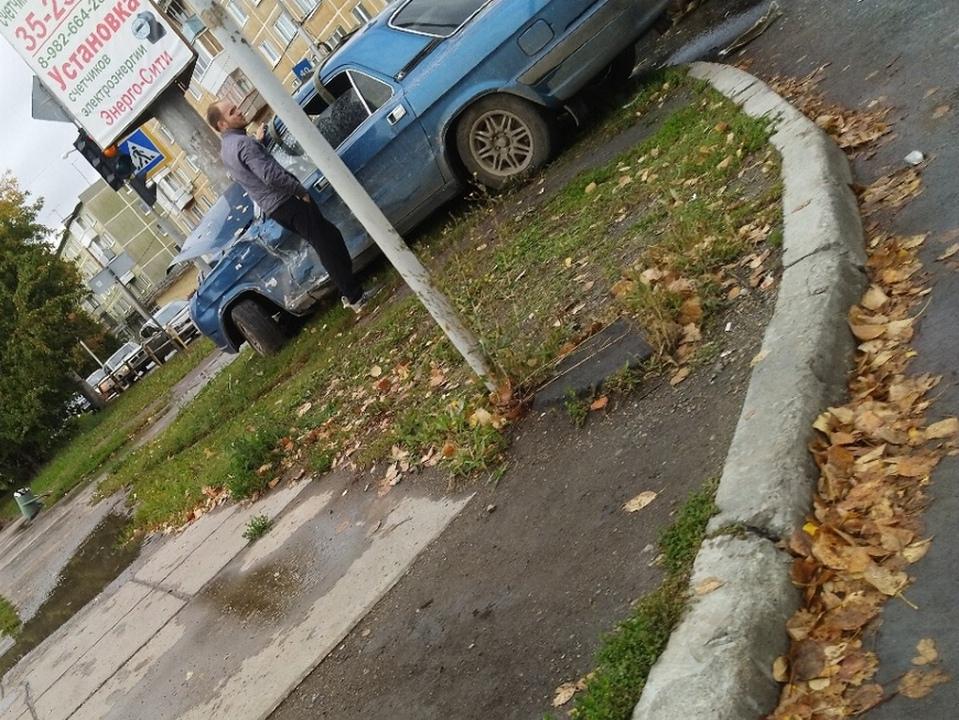 Жуткое ДТП в Каменске-Уральском на перекрёстке Каменская - Калинина
