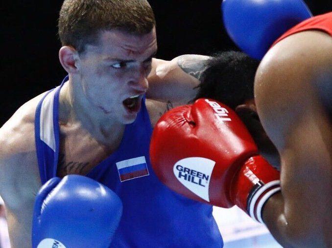 В финал чемпионата мира по боксу вышли трое россиян