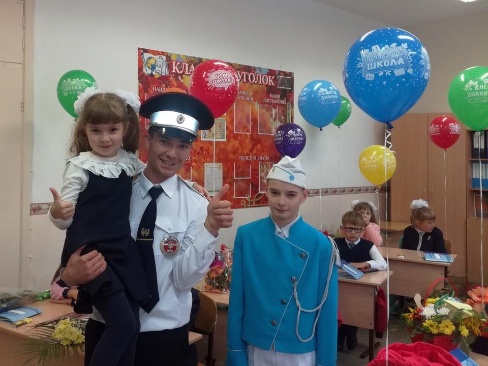 ГИБДД Каменска-Уральского поздравила ребятишек с Днём знаний
