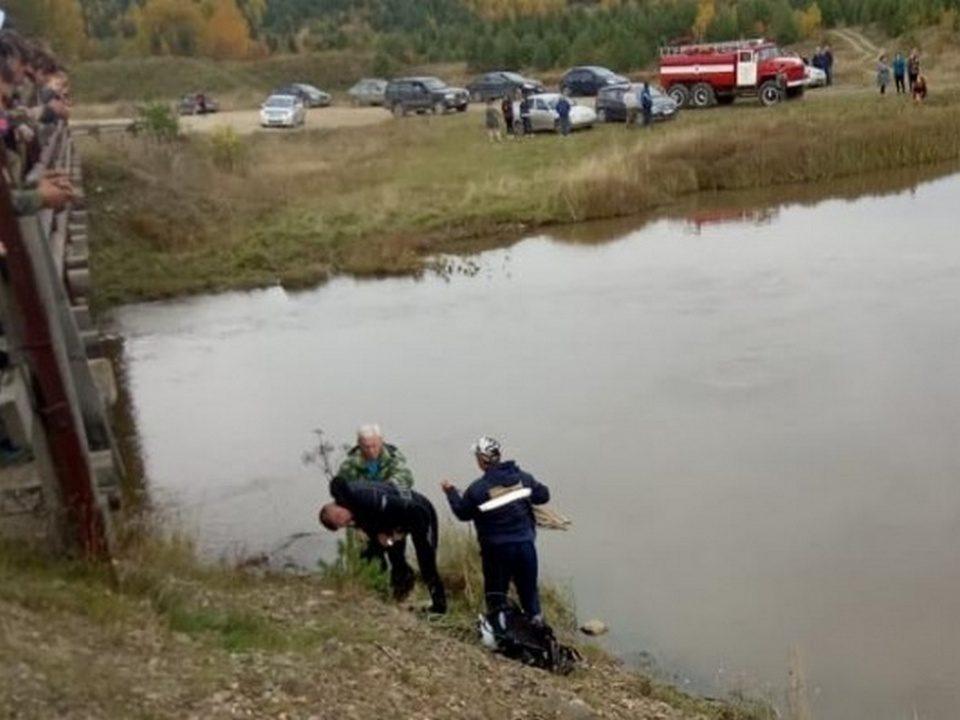 На Урале утонул автомобиль с тремя пассажирами
