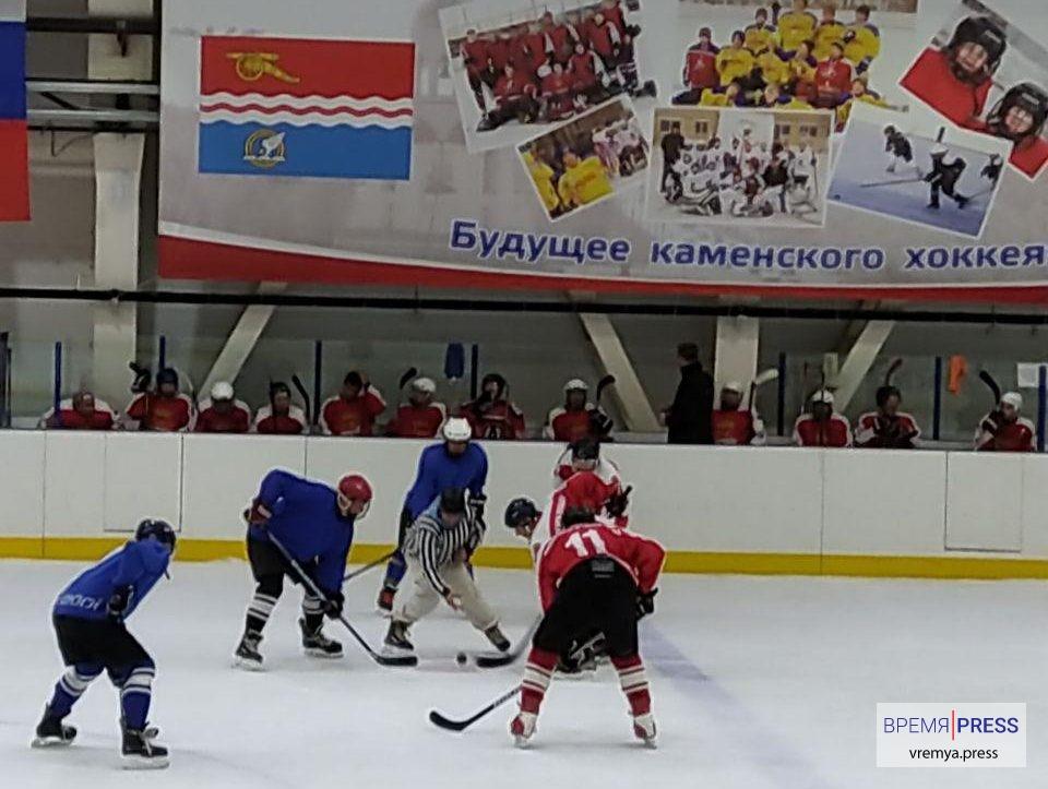 ЛХЛ Каменска-Уральского: Металлург обыграл Меркурий на первенстве города