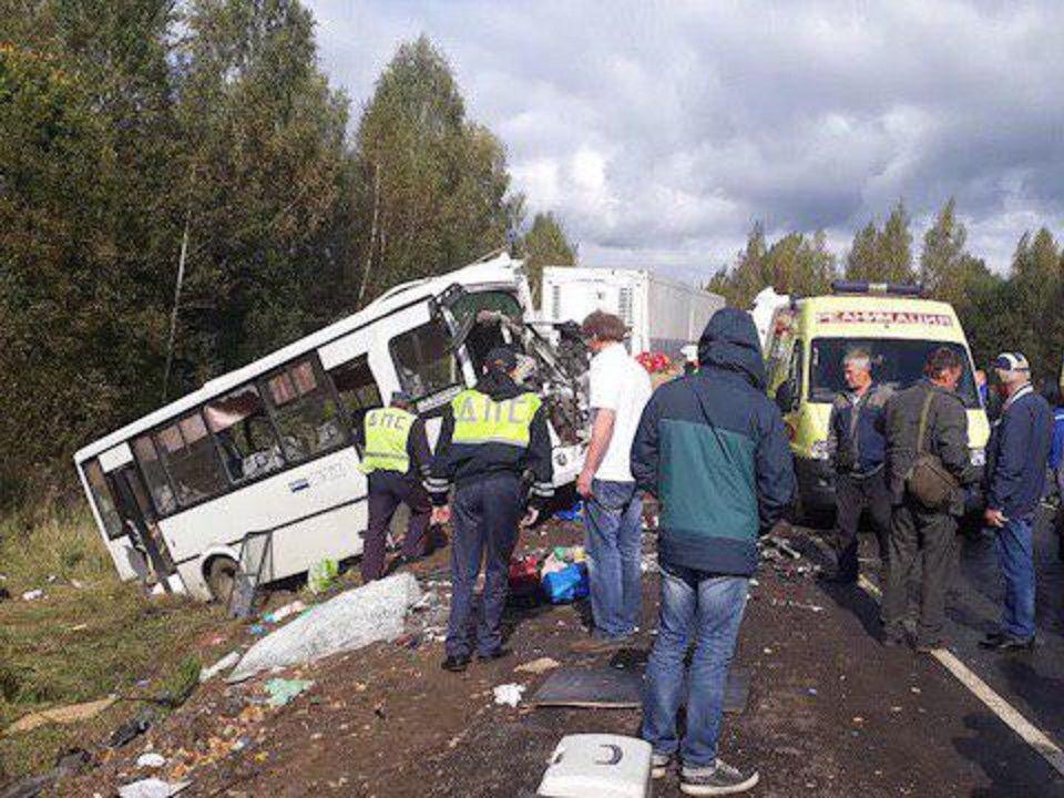 В ДТП под Ярославлем погибли 9 человек: столкнулись грузовик и автобус