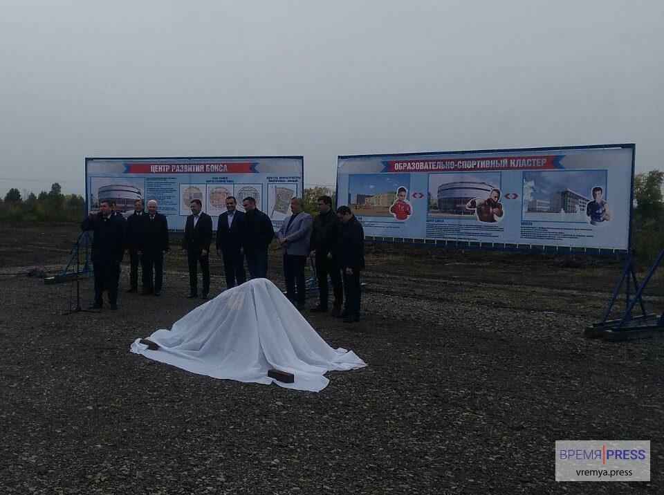 В Каменске-Уральском губернатором заложен первый камень Центра развития бокса