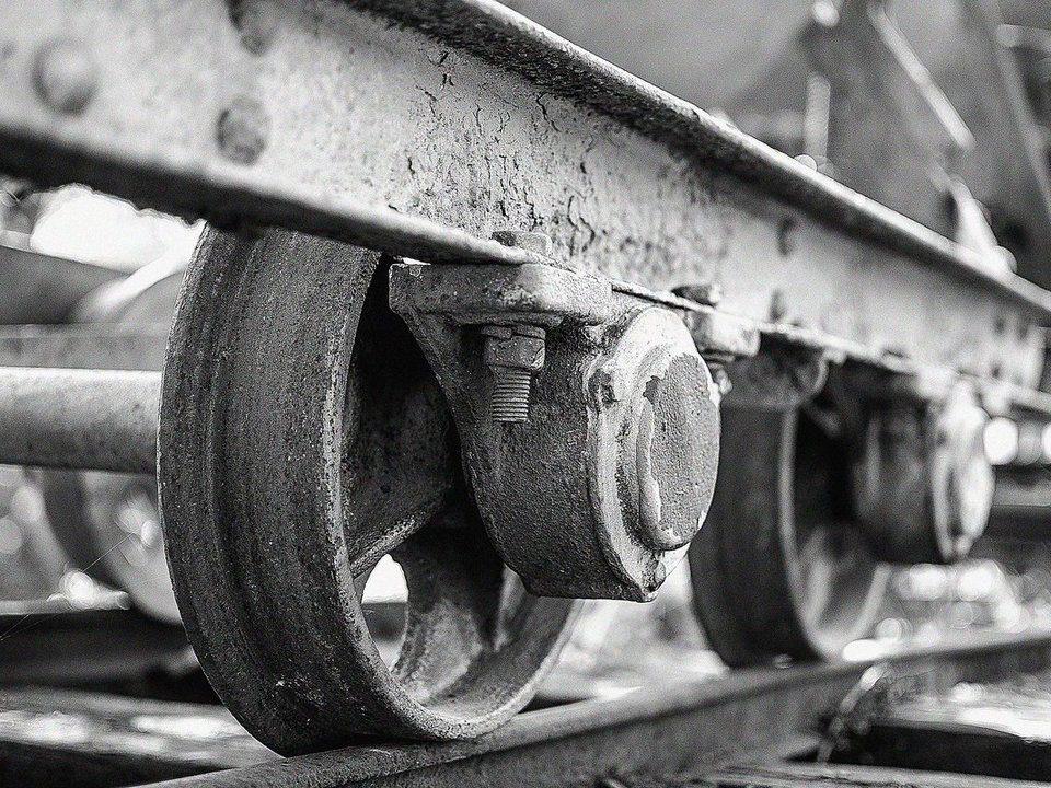 Женщина погибла под поездом между Екатеринбургом и Каменском-Уральским