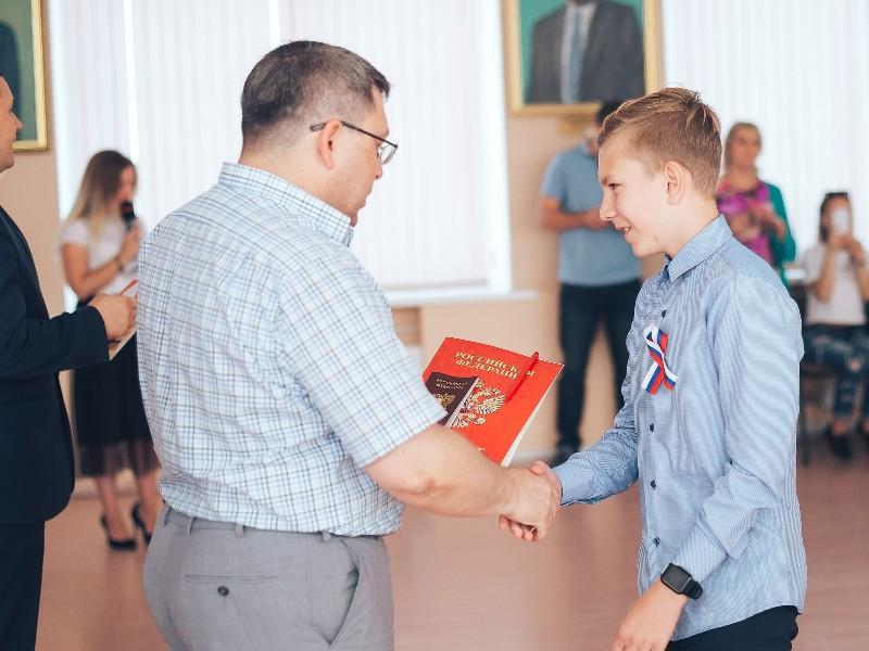 48 юных каменцев стали обладателями паспорта РФ