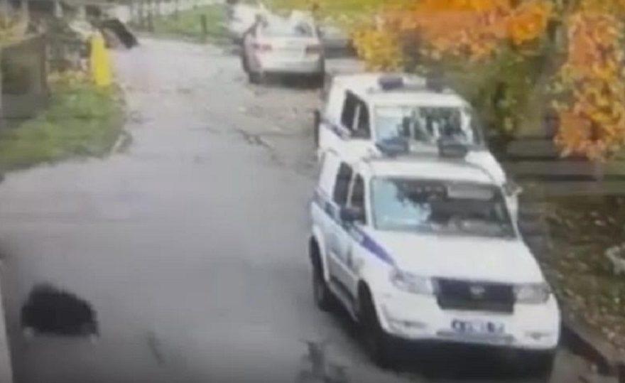 Неудачный побег из отдела МВД в Питере попал на видео