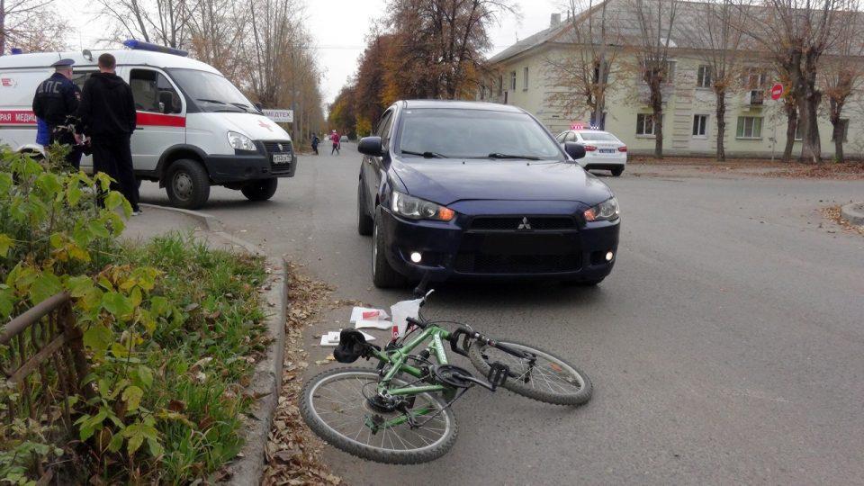 В Каменске-Уральском автомобиль сбил 9-летнего велосипедиста