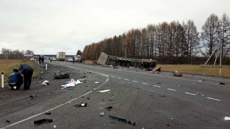 Три человека погибли в ДТП с грузовиком в Свердловской области