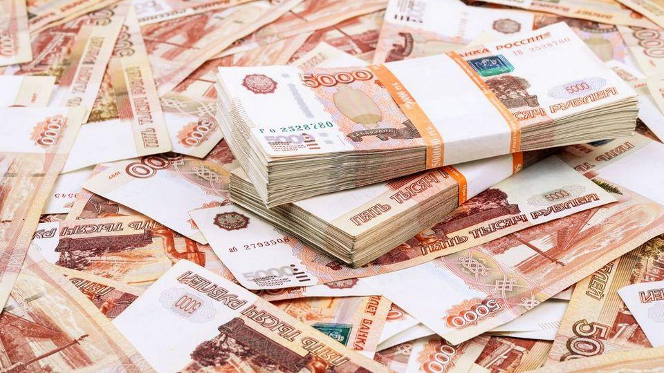 Помощникам депутатов гордумы Екатеринбурга повысят зарплату до 70 тысяч рублей