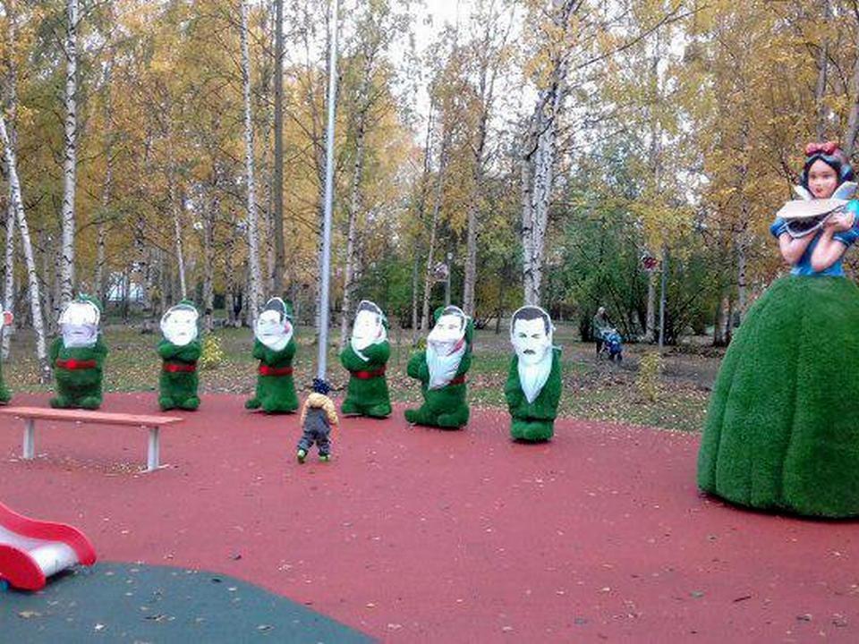 Сказочные фигуры политиков появились в парке Архангельска вместе с Белоснежкой