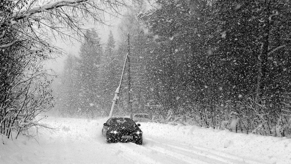 МЧС предупреждает о гололедице и мокром снеге на Среднем Урале