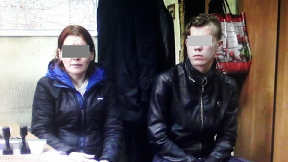 """Жительница Качканара """"заказала"""" сожителя своему сыну, расплатилась спиртным"""