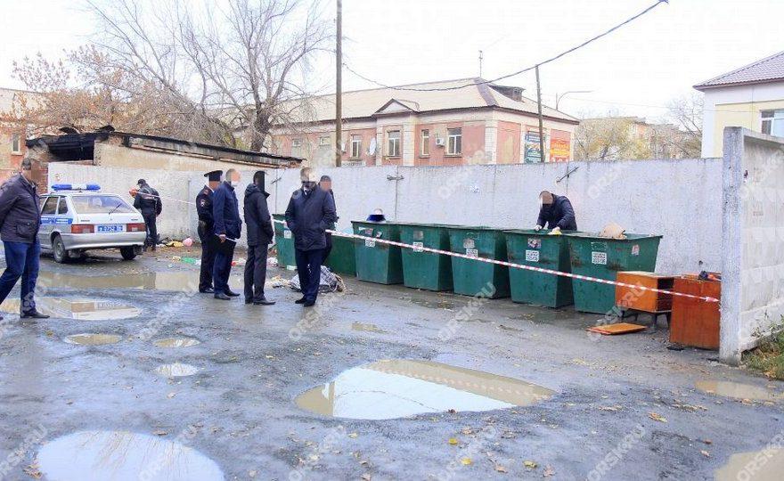 В Орске жители нашли расчлененное тело женщины в мусорных баках
