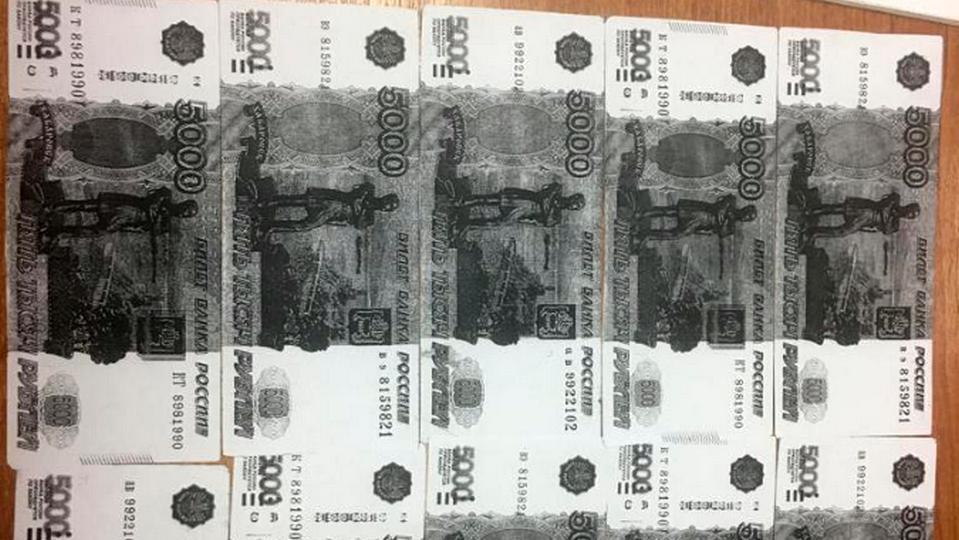 Житель Екатеринбурга хотел купить фальшивки у тюменца, но попался следователям
