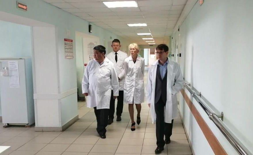 Олег Рейтблат: хорошая больница! Замминистра здравоохранения посетил каменскую горбольницу