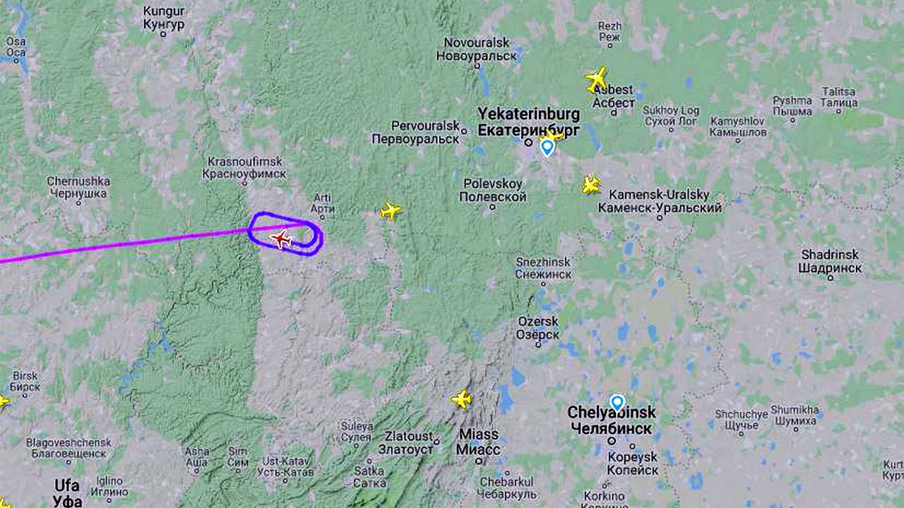Самолет со сборной Польши по футболу не может приземлиться в Кольцово