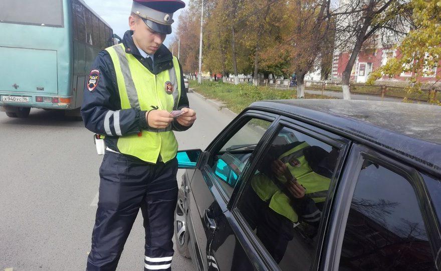 Пять водителей без прав за одно утро задержали в Каменске-Уральском