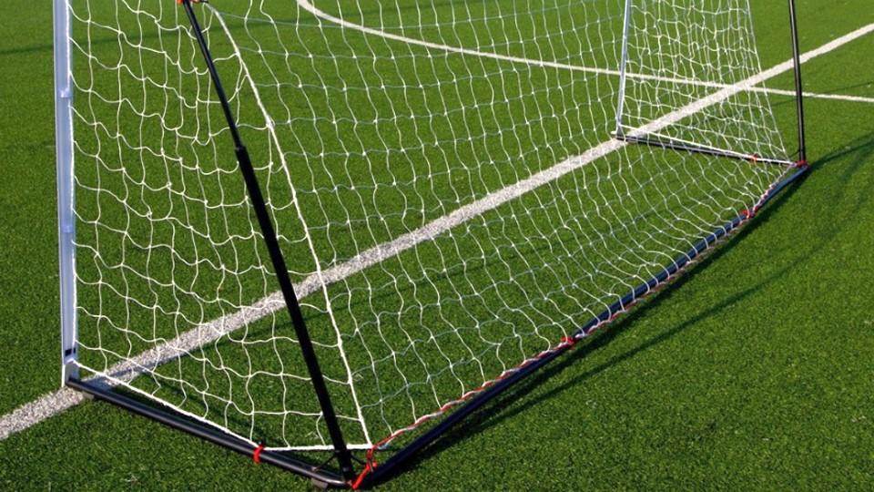 В Красноярском крае упавшие футбольные ворота проломили голову школьнику
