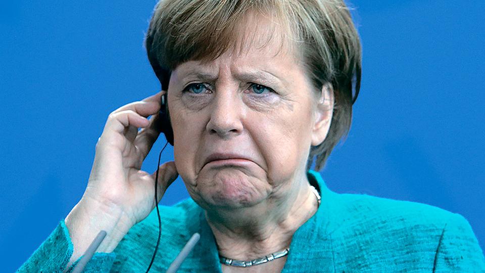 В Сети появилось видео падения Ангелы Меркель на Берлинской конференции