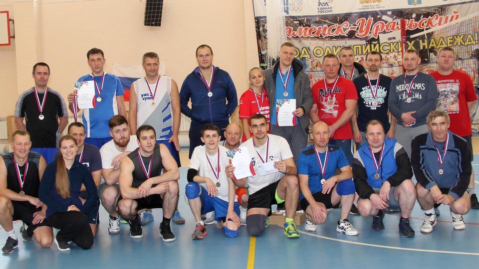 Семь команд промплощадки УАЗа поучаствовали в заводском первенстве по волейболу