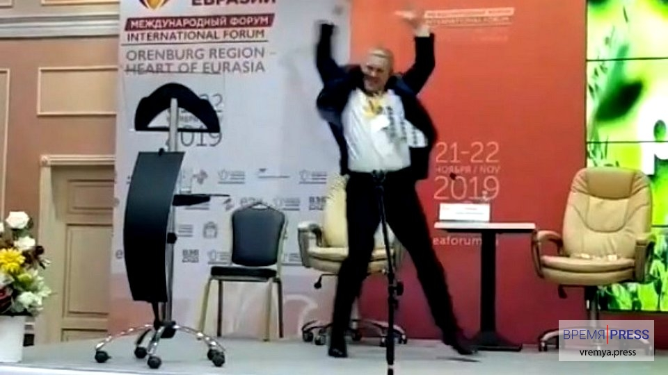 Зажигательный танец председателя Ремесленной палаты области на экономическом форуме в Оренбурге попал в сеть