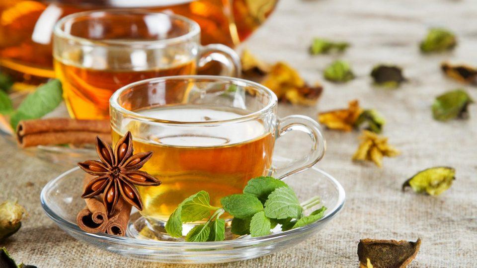 Врачи рассказали, почему чай полезен не всем и не всегда