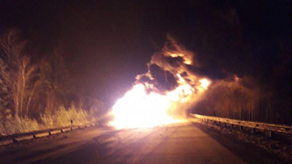 В Челябинской области на трассе М5 дотла выгорела фура с оборудованием