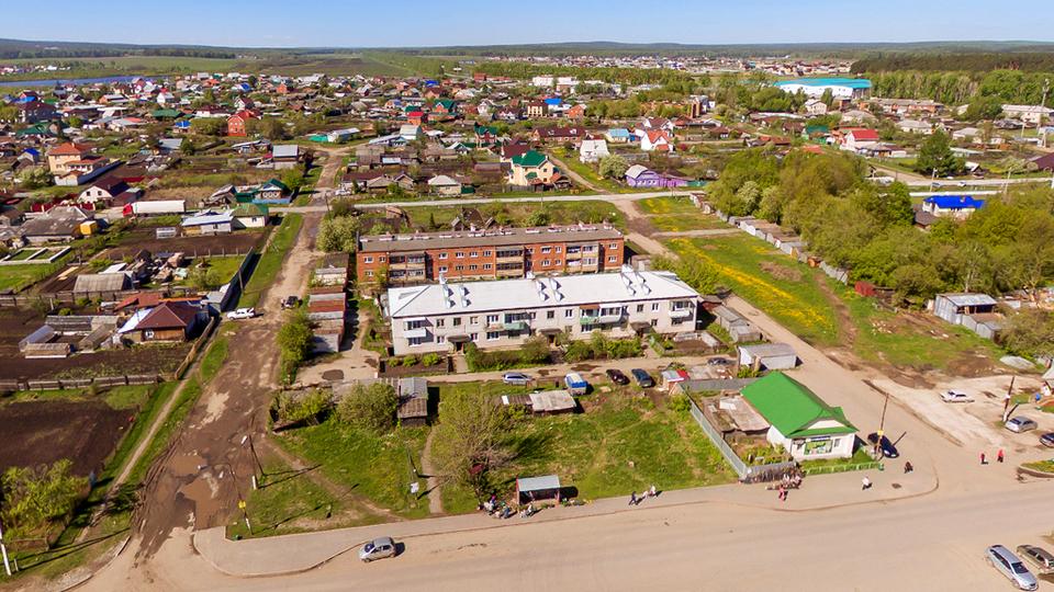 На Урале дети вынуждены добираться в школу пешком несколько километров из-за отсутствия дороги