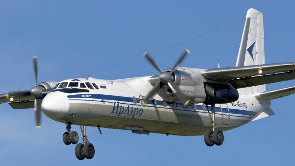 Российский пилот ИрАэро дал порулить летящим самолетом своей знакомой