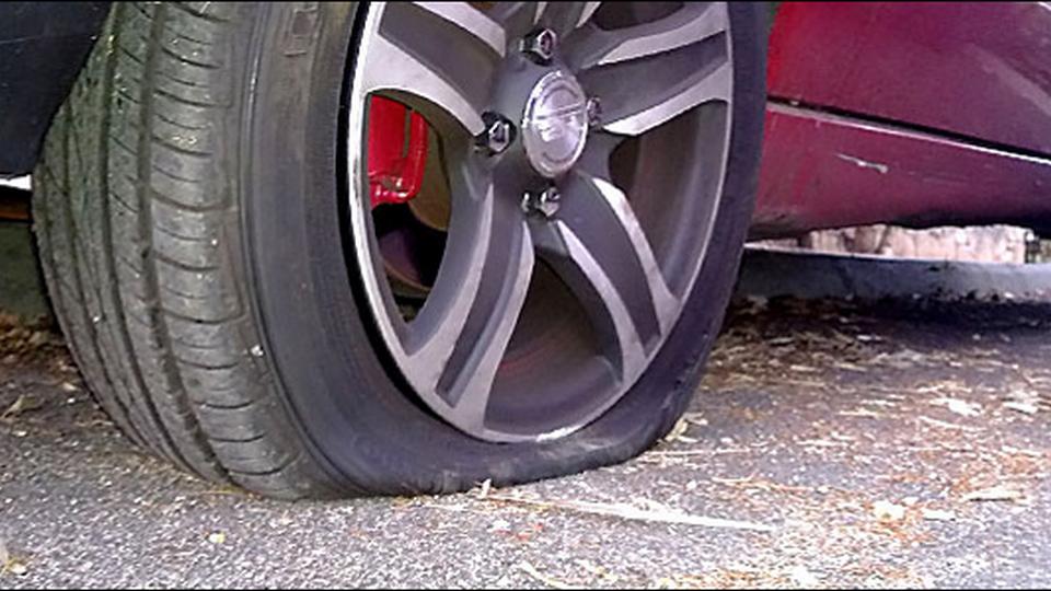Житель Еманжелинска из мести проколол шины 80 автомобилей