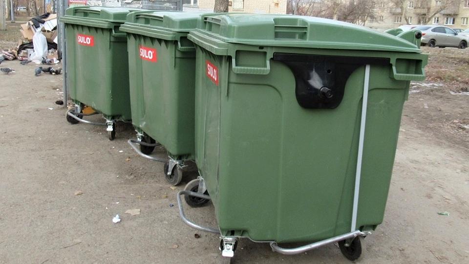 Каменцы сломали новые мусорные контейнеры, поступившие в город
