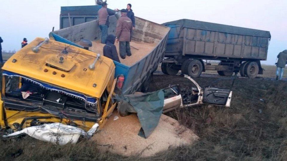 Пять человек погибли в аварии с грузовиком под Курском