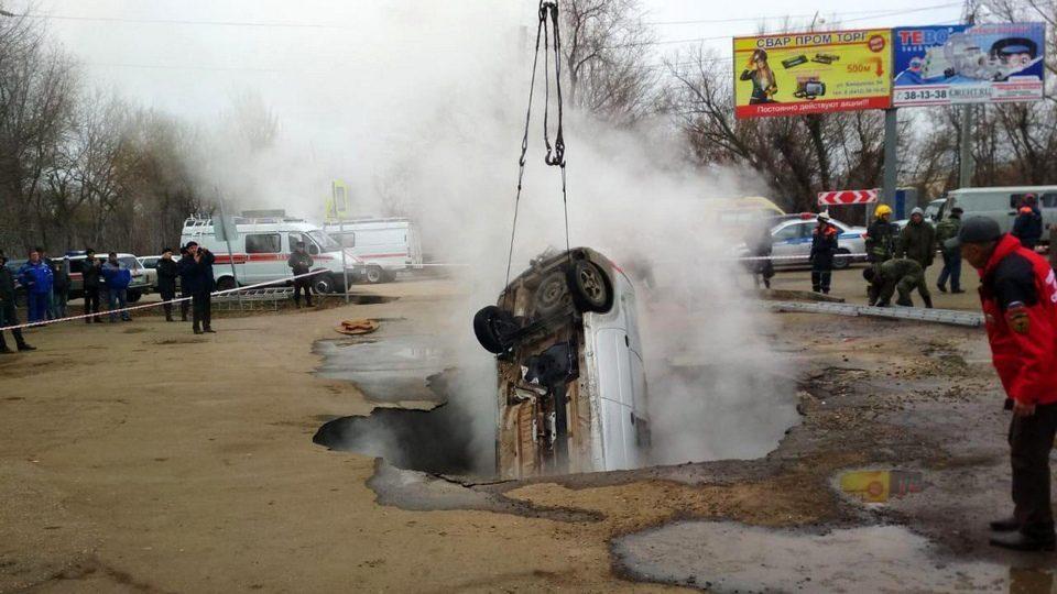 Два человека заживо сварились в яме с кипятком на парковке в Пензе