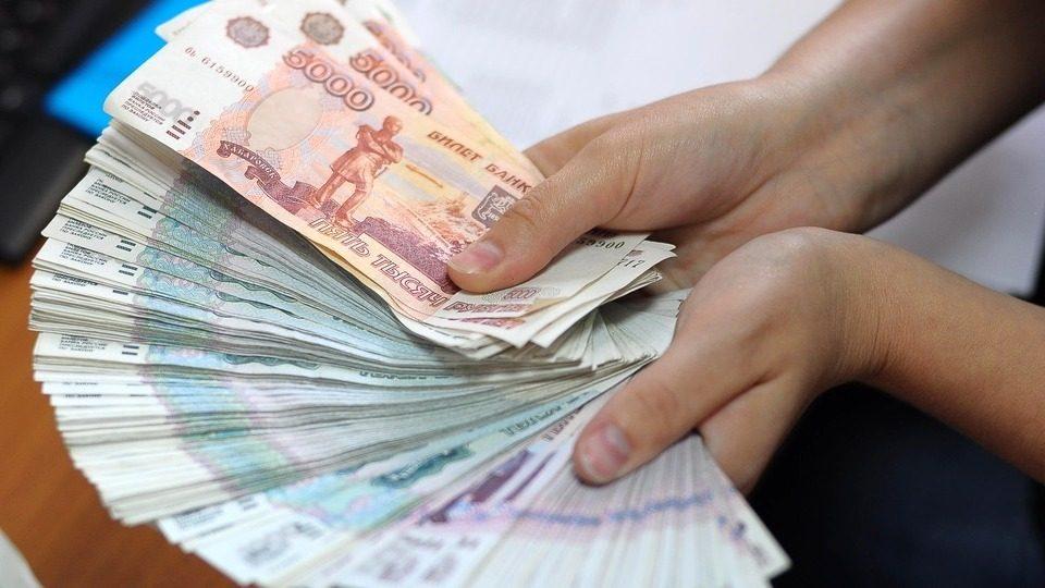 В Екатеринбурге экс-директор госучреждения выписывала себе премии из бюджета