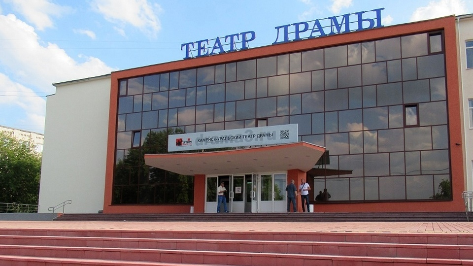РУСАЛ Каменск-Уральский поздравил Драму №3 с юбилеем