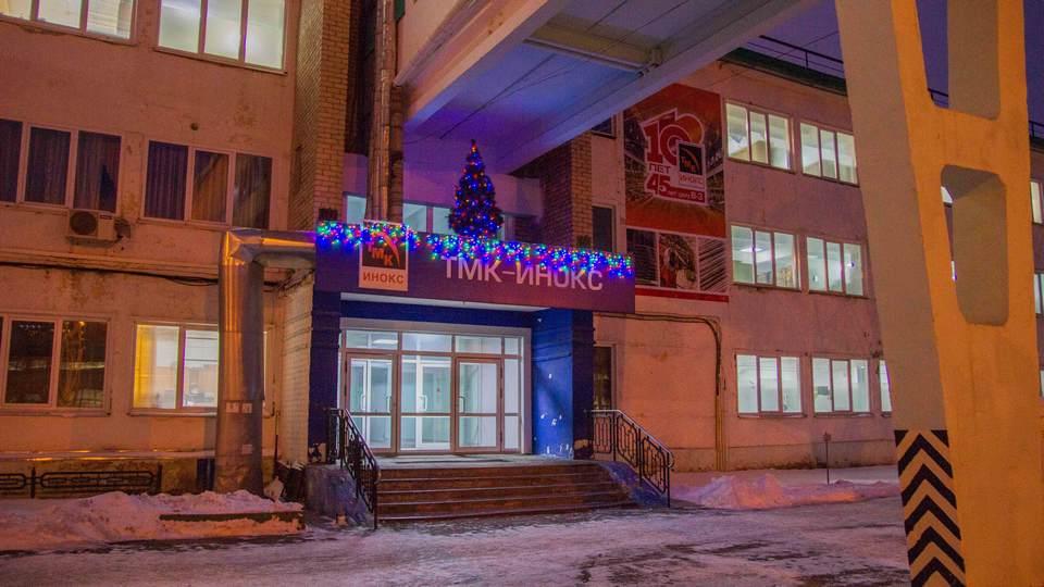 Территорию СинТЗ украсили новогодними фигурами и гирляндами