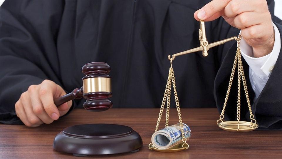 Экс-судья Арбитражного суда Екатеринбурга приговорен к восьми годам колонии за взятку