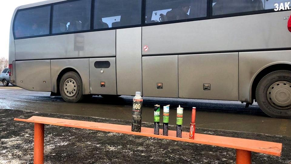 У фанатов ХК Трактор полиция нашла баллоны с краской и наркотики