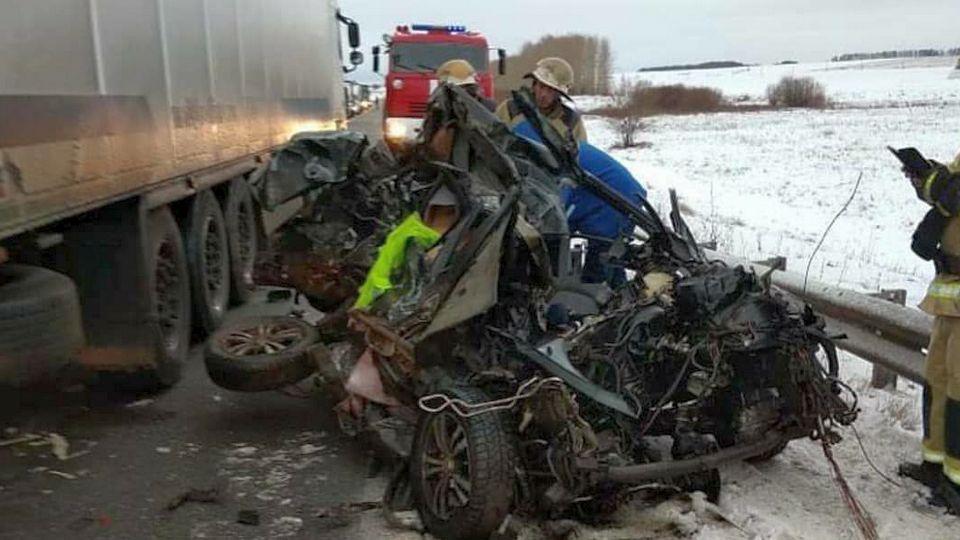 Жуткое ДТП с двумя погибшими в Татарстане попало на видео